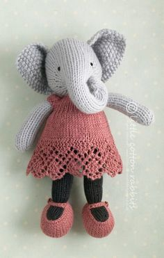 Sweet knitted animals by Julie Williams at http://littlecottonrabbits.typepad.co.uk/my_weblog/