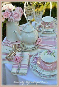 Resultado de imagen de table laid for afternoon tea party Tea Table Settings, Setting Table, Table Rose, Vintage Tea Parties, Vintage High Tea, Tea Party Table, Tee Set, Afternoon Tea Parties, Afternoon Tea Table Setting