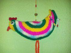 gallito multicolor tejido al crochet.