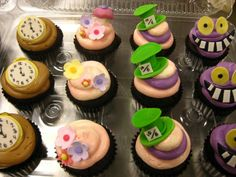 Mad Hatter cupcakes | Mad Hatter | Pinterest