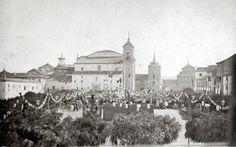 """""""Inauguración del monumento a Miguel de Cervantes en su ciudad natal, Alcalá de Henares, en el año 1879 en la plaza que lleva su mismo nombre""""."""