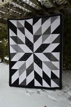 "Modern Quilt Hipster Bold Black and White Graphic Starburst Pinwheel Double Long Quilt..  76"" x 98"", each HST would finish 11"" and border would be 5""."