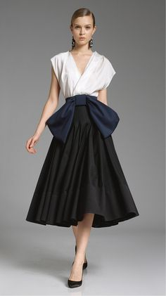 Vintage inspired glamourous Donna Karan dress. I have no clue where I would wear it if I had it but it is still so cute!