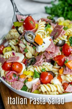 This easy Italian Pasta Salad is a classic cold pasta salad recipe made with pasta, salami, Italian vegetables, mozzarella cheese, and a zest Italian Anti Pasta Salads, Best Pasta Salad, Easy Pasta Salad Recipe, Pasta Salad Italian, Healthy Salad Recipes, Pasta Salad Classic, Pasta Salad Dressings, Dressing For Pasta Salad, Recipes For Salads