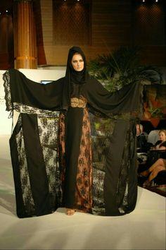 添乗奮闘記│ドバイの民族衣装アバヤ Niqab Fashion, Work Fashion, Modest Fashion, Khaleeji Abaya, Arab Women, Folk Costume, Traditional Outfits, Women Wear, Veils
