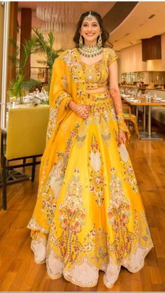 Indian Bridesmaid Dresses, Party Wear Indian Dresses, Indian Bridal Outfits, Indian Bridal Fashion, Pakistani Bridal Wear, Dress Indian Style, Indian Fashion Dresses, Indian Designer Outfits, Indian Bride Dresses