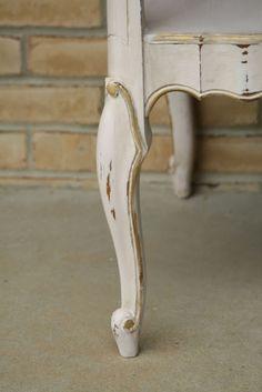 Furniture Painting Series Part 1: CeCe Caldwell's Paint #paint #end_tables