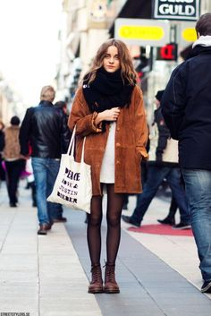 oversized jacket, scarve and top + combat boots + tote bag, a perfect fall look!