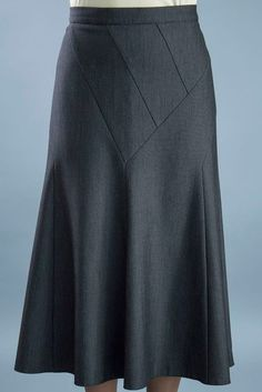 I like the visual interest on the front. Modest Skirts, Modest Outfits, Skirt Outfits, Modest Fashion, Blouse And Skirt, Dress Skirt, Rosa Rock, Online Magazine, Sexy Skirt