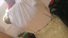 💗💗💗 ....el año pasado ya le había hecho a Alba su falda con tablas y cómo no su top en blanco ...                   ...e... Alba, Diy, Past, So Done, Do It Yourself, Bricolage, Handyman Projects, Crafting, Diys