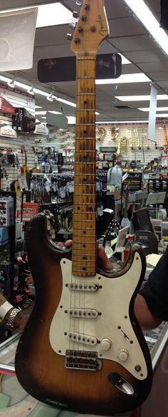 Fender Stratocaster '54 > Second Strat ever made courtesy of Fender Museum