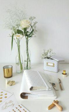 Inspiratie! Druk bezig met het maken van een moodboard voor de nieuwe website van Hartemeisjes.com! #wit #goud #hart #bloemen #styliste #weddingplanner #hello #lovely #hartemeisjes