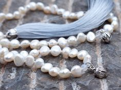 https://www.etsy.com/es/listing/219073206/pearl-japa-mala-beads-upscale-luxe-boho