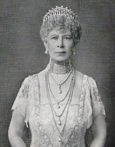 Queen Mary wearing the 1913 version of the Cambridge Lovers Knot Tiara, with the pearl spikes removed and 4 of these pearls are used as pendants on the 4-stranded pearl necklace. (photo 3 of 3)