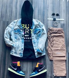 """SOLETISFY 🇯🇲 on Instagram: """"📸 Missed #FridayFits so I guess #StylingSaturdays it is 🤷🏾♀️ -Top: #hebrubrantley & #levis - Pants: #fearofgodessentials - Shoes:…"""""""