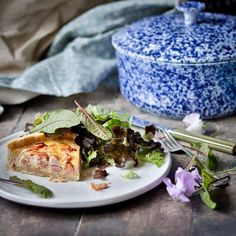 """lynn clark   food & photos on Instagram: """"Quiche Lorraine and sorrel salad - oh and the shortcrust pastry is black pepper and hyssop. 🌱 I don't have enough space for a veggie plot…"""" Shortcrust Pastry, Quiche Lorraine, Sugar And Spice, Food Photo, Spices, Veggies, Salad, Stuffed Peppers, Ink"""