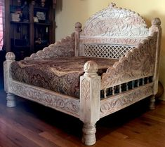 Hand crafted arch jhula love seat is made from solid Indian Neem Wood, of the Mahogany family. Jhula's arched back is inspired by the swings from the Maharaja's court. Every detail has been careful carved into the entire love seat. Wooden Daybed, Wooden Sofa Set, Wood Sofa, Wooden Stools, Multifunctional Furniture, Cool Furniture, Indian Inspired Decor, Pooja Room Design, Mid Century Modern Armchair