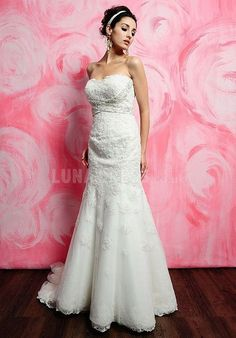 Luxurious Floor Length Lace Sweetheart Natural Waist Chapel Train Bridal Dresses