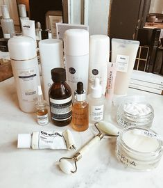 Clean skincare Tatcha at home skincare routines Mecca Cosmetica Australia How to beat wrinkles and anti agieng products that work. Top Skin Care Products, Skin Care Regimen, Skin Care Tips, Beauty Products, Beauty Routine Planner, Beauty Routines, Skin Care Routine For 20s, Skincare Routine, Skin Routine