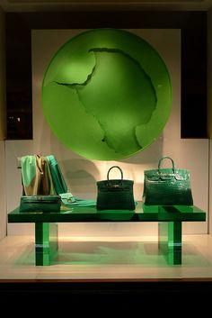 Vitrines Hermès - Paris, juin 2012 www.instorevoyage.com #in-store marketing #visual merchandising