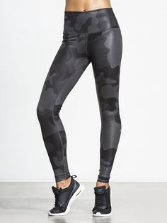 High-Waist Airbrush Legging by ALO YOGA in Black Camo