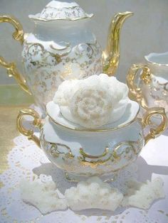 This is one of the most beautiful creamer and tea pots I have ever seen. Stunning for an afternoon tea or bridal shower tea.