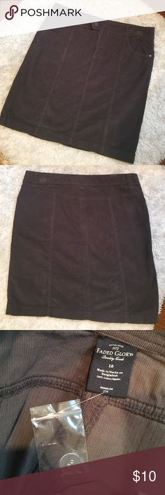 💕 NWOT corduroy skirt 💕 Never worn. Making room in my closets. Measures approximately 34 inches waist and 19 inches length. Smoke and pet free home. Faded Glory Skirts Pencil