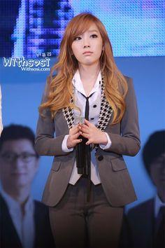 Taeyeon. Layers and bangs