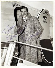 Desi Arnaz, he's so handsome Golden Age Of Hollywood, Classic Hollywood, Old Hollywood, Hollywood Couples, I Love Lucy Show, Vivian Vance, Lucille Ball Desi Arnaz, Lucy And Ricky, Life Touch