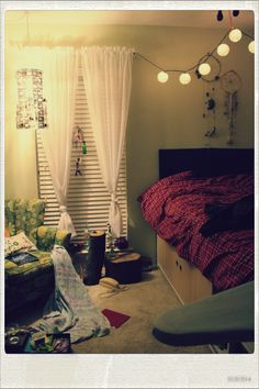 Dorm ideas on pinterest dorm room dorm and cool dorm rooms for Normal bedroom designs