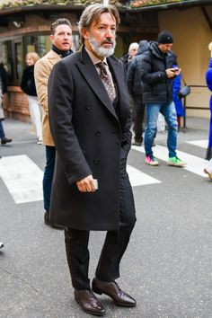 ビジネススーツに合う秋冬コート特集!王道からこなれ感を与えるアウターまでを紹介 | 男前研究所 Fresh Outfits, Winter Outfits, Winter Clothes, Men Over 40, Mens Wool Coats, Gentleman, Suit Jacket, Menswear, Mens Fashion