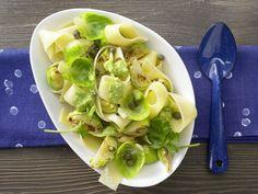 Rosenkohl-Pasta - mit Petersilien-Pesto - smarter - Kalorien: 462 Kcal - Zeit: 30 Min. | eatsmarter.de  Ohne Käse oder einen Ersatz dafür verwenden.