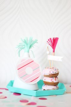 DIY donut party hats + free printable donut!