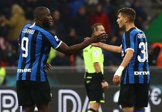 Serie A: Inter ganó y comparte la punta con Juventus El de Milán se quedó con un triunfo por 4-0 ante Genoa tras una gran actuación de Romelu Lukaku y es líder junto a la Vecchia Signora. Football, Sports, Dots, Soccer, American Football, Soccer Ball, Futbol
