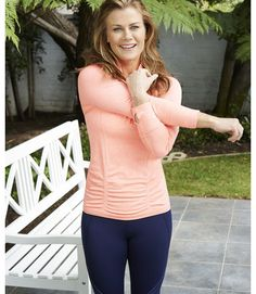 Squeeze in a quick fat-burning exercise with Alison Sweeney's favorite routine. Find the simple workout plan here. Healthy Ways To Lose Weight Fast, Diet Plans To Lose Weight, Alison Sweeney, Weight Loss Tablets, 15 Minute Workout, Workout Diet Plan, Weights For Women, Fat Burning Workout, Easy Workouts