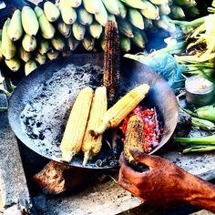 12 Must-Eat Street Foods in India Chaat Masala, Trotter, Jodhpur, Chickpeas, Incredible India, Chutney, Street Food, Chili, Globe