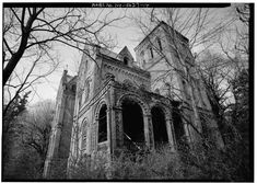 Nab the Abandoned Mansion That Inspired the Phrase 'Keeping Up With the Joneses' Nab the Abandoned Mansion That Inspired the Phrase 'Keeping Up With the Joneses' – Atlas Obscura Related posts:Hearts of Abandoned. Abandoned Mansion For Sale, Old Abandoned Houses, Abandoned Castles, Abandoned Mansions, Abandoned Buildings, Abandoned Places, Old Houses, Rhinebeck New York, Creepy Houses