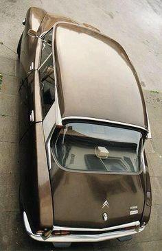"""#Citroën DS """"tiburón"""", uno de nuestros modelos favoritos... #ds #citroën #classicvintage #LookingBack."""