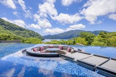 Featuring a terrace with views of Lake Ashi, Hakone・Ashinoko Hanaori offers a soothing hot spring bath and sauna. Hakone, Tokyo Travel, Asia Travel, Beautiful Places In Japan, Shopping Street, Hot Springs, Countryside, Around The Worlds, Outdoor
