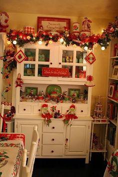 So cute! Christmas kitchen