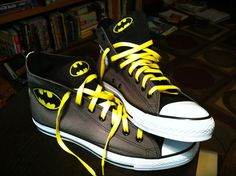 Batman sneakers i want Batman Converse, Batman Shoes, Batman Outfits, Batman Vs Superman, Converse Shoes, Batman Jordans, Batman Dress, Batman Room, Adidas Shoes