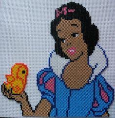 Princess Snow White hama beads by perleshamanews