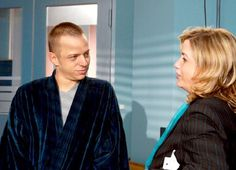 """Screen Caps of Tom Wlaschiha from the series """"In Aller Freundschaft""""I saw the episodes,but i have no idea why Tom (Daniel Lohmann) ends up at the hospital, just for some pain in his leg? :("""
