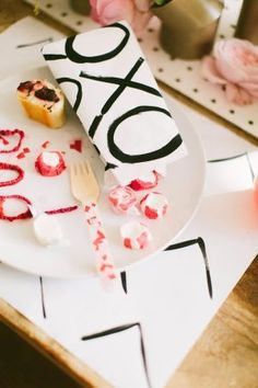 Modern Valentine's Day Inspired Party – Valentinstag Valentines Day Food, Valentines Day Decorations, Valentinstag Party, Diy Confetti, Dinner Themes, Party Photography, Bath And Beyond Coupon, Healthy Snacks For Diabetics, Casino Theme Parties