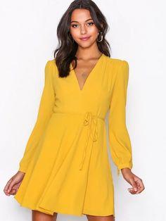 Skater dresses - online - Shoppa dina Klänningar - på Nelly.com Bra Sizes, New Outfits, Dresses Online, Wrap Dress, Glamour, Summer Dresses, Long Sleeve, Casual, Clothes