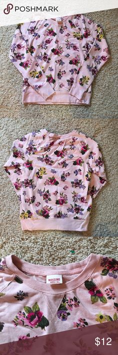 🔵Mossimo Sweater Thick sweater material, almost like a sweatshirt. Floral print. Like new condition!! Mossimo Supply Co Tops Sweatshirts & Hoodies