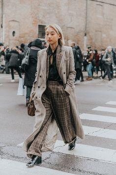 Gli Arcani Supremi (Vox clamantis in deserto - Gothian): Milan Fashion Week Fall 2018 street style Fashion Week, Girl Fashion, Fashion Outfits, Fashion Trends, Milan Fashion, Street Fashion, Fashion Lookbook, Casual Look, Look Chic