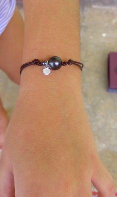 Bracelet cuir, 1 perle de tahiti , breloque coeur en argent et perle d'hématite (63.7) cadeau, enfant, noël
