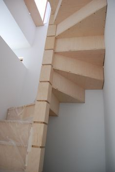 Spiral staircase plans simple design easy to build for Square spiral staircase plans hall