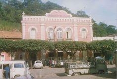 Grande Hotel Villas, um dos prédios pioneiros da cidade, abrigou autoridades e comerciantes e ainda hoje está em plena atividade.